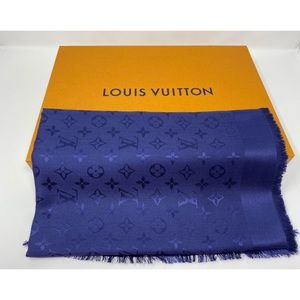 Louis Vuitton monogram shawl M72412
